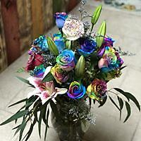 Mixed large bouquet Mixed floral bouquet with all our freshest roses, mums, daisiez, and lilies