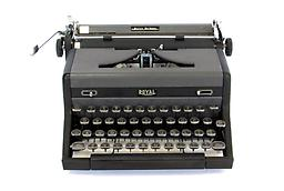 Royal Quiet Deluxe (2 tone) Collectible Portable Typewriter